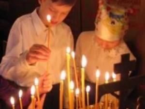 поставить свечу об усопших